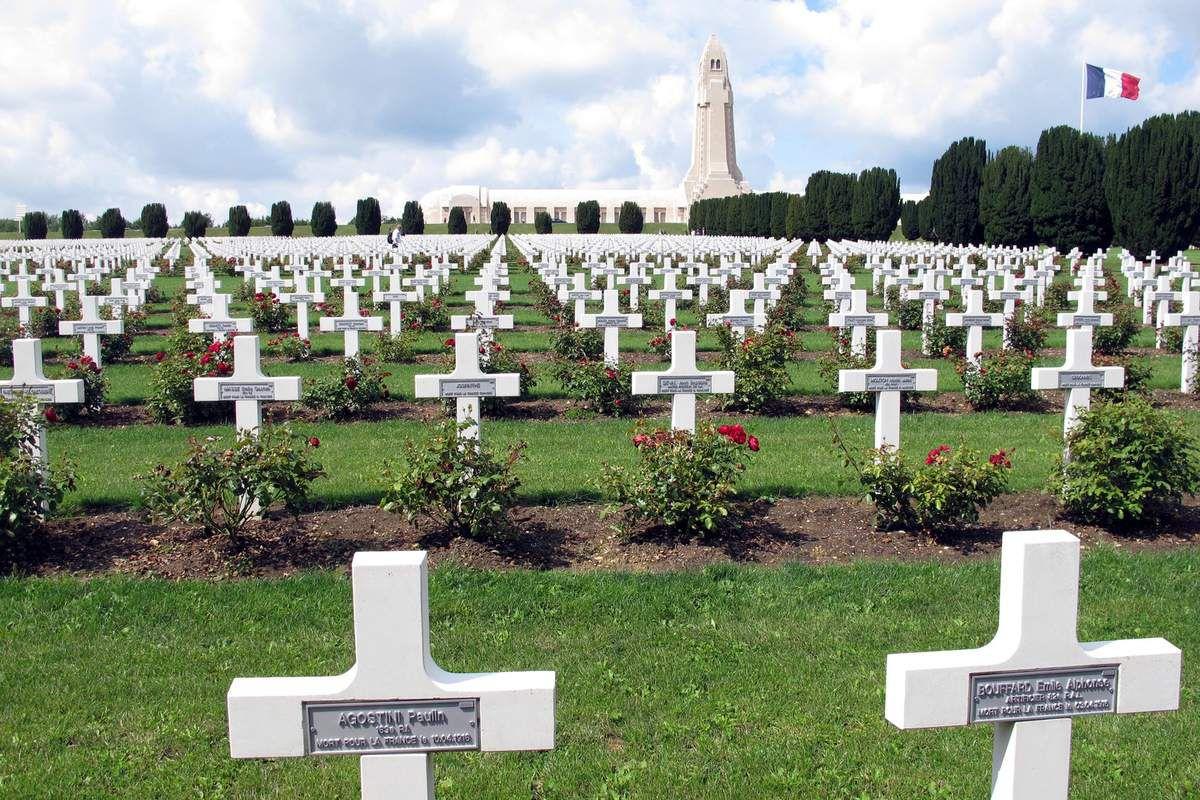 Cimetière militaire à Verdun  (source: rocrom.wordpress.com)