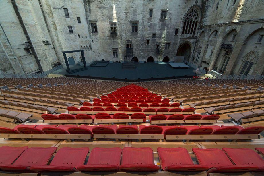 Cour d'honneur du Palais des papes (source: festival-avignon.com)