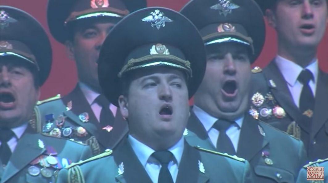 A la mémoire des victimes du crash du TU-154 du ministère russe de la Défense