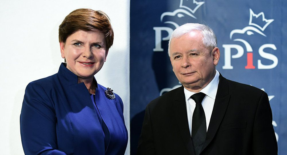 La Première ministre Beata Szydlo et le leader du parti Droit et Justice (PiS) Jaroslaw Kaczynski