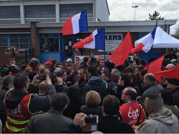 Jean-Luc Mélenchon soutient les salariés d'Akers France à Berlaimont