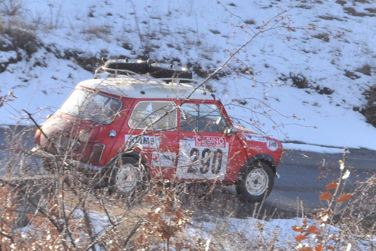 Morris Mini Cooper 1968...Willy Braillard(B)/Christian Delferier(B)