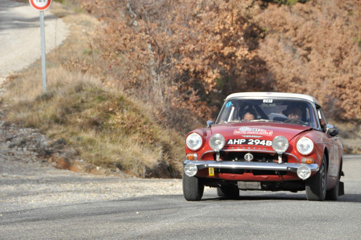 Jeremy Holden(GB)/Angelica Fuentes(Mex) Sunbeam Tiger 1964 (abandon)