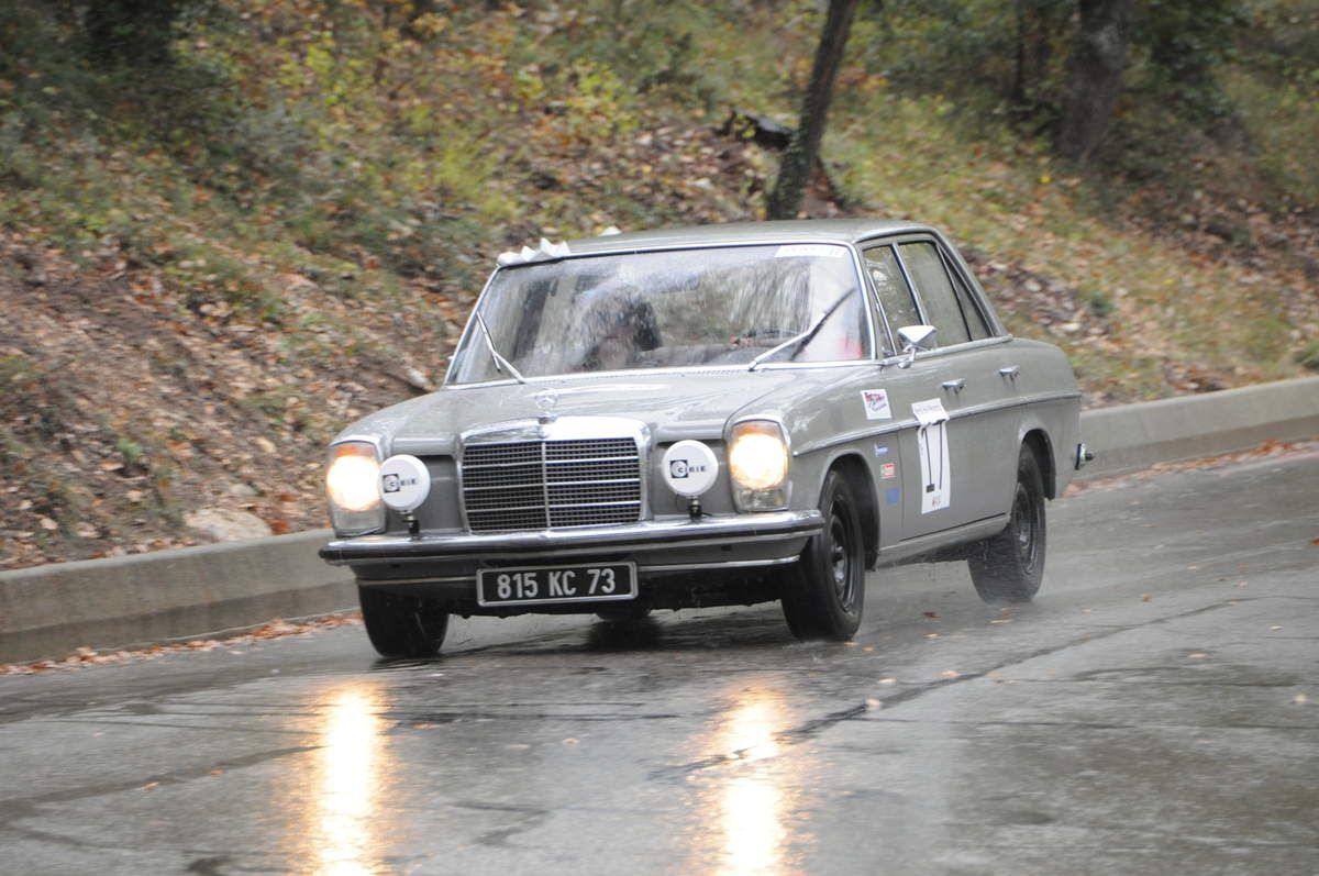 Mercedes 220 D 1972 ..... Photo : Rémi Saumont