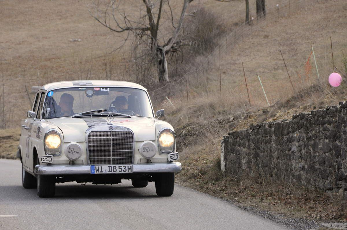 Gert Pfundt(D)/Ernst Jahn(D) Mercedes-Benz 220 SE 1964 ..... Photo : R.S.