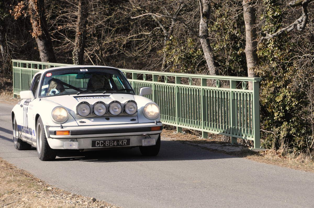 Joël et Adeline Picoreau(F) Porsche 911 Carrera 3,0 1977 ...... Photo : R.S.