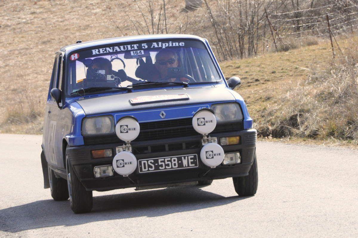 Jean-Pierre Verneuil(F)/Antonio Caldeira(P) Renault 5 Alpine 1977 ..... Photo : R.S.