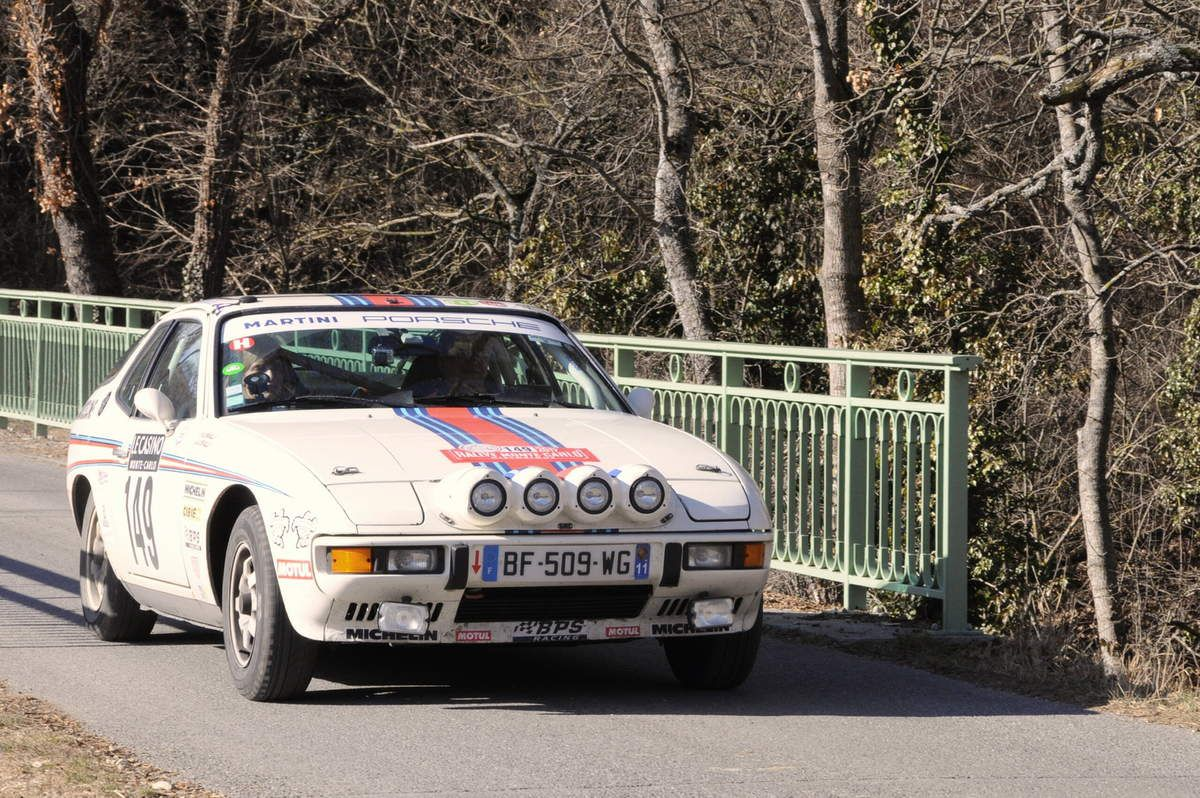 François et Alice De Scorraille(F) Porsche 924 1977 ..... Photo : R.S.