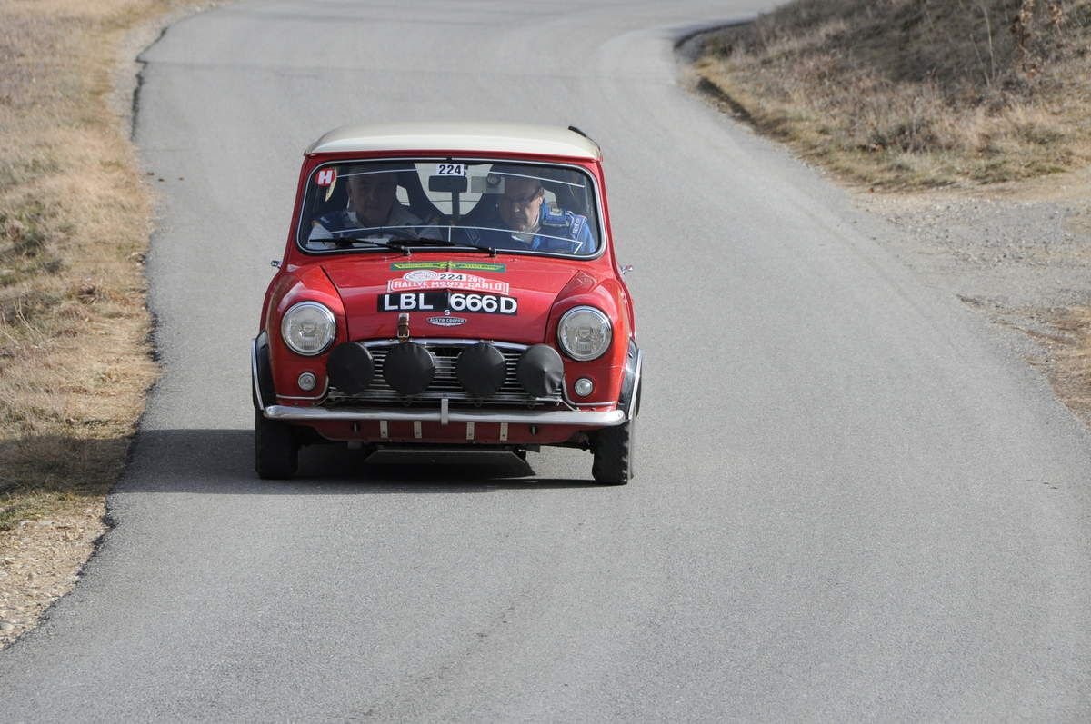 Patrick Haley(GB)/Michael Hyrons(GB) Austin Mini Cooper S 1966 ..... Photo : R.S.