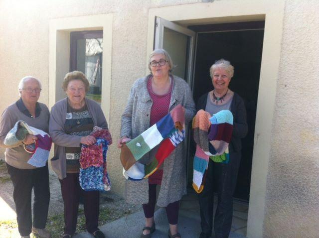 Nous avons offert à l association Voiles des Anjes 150m de bandes de tricots à l occasion d un défi qui est de tricoter plus de 67 km d echarpes cette association vient en aide aux parents ayant perdu un enfant