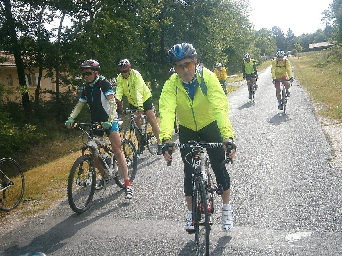 Petit arrêt au ralliement à Carcans et départ sur la piste cyclable