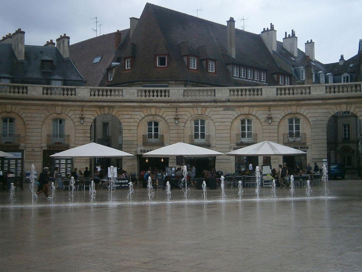 Une pluie diluvienne s'abat sur Dijon , donc Retour au camp