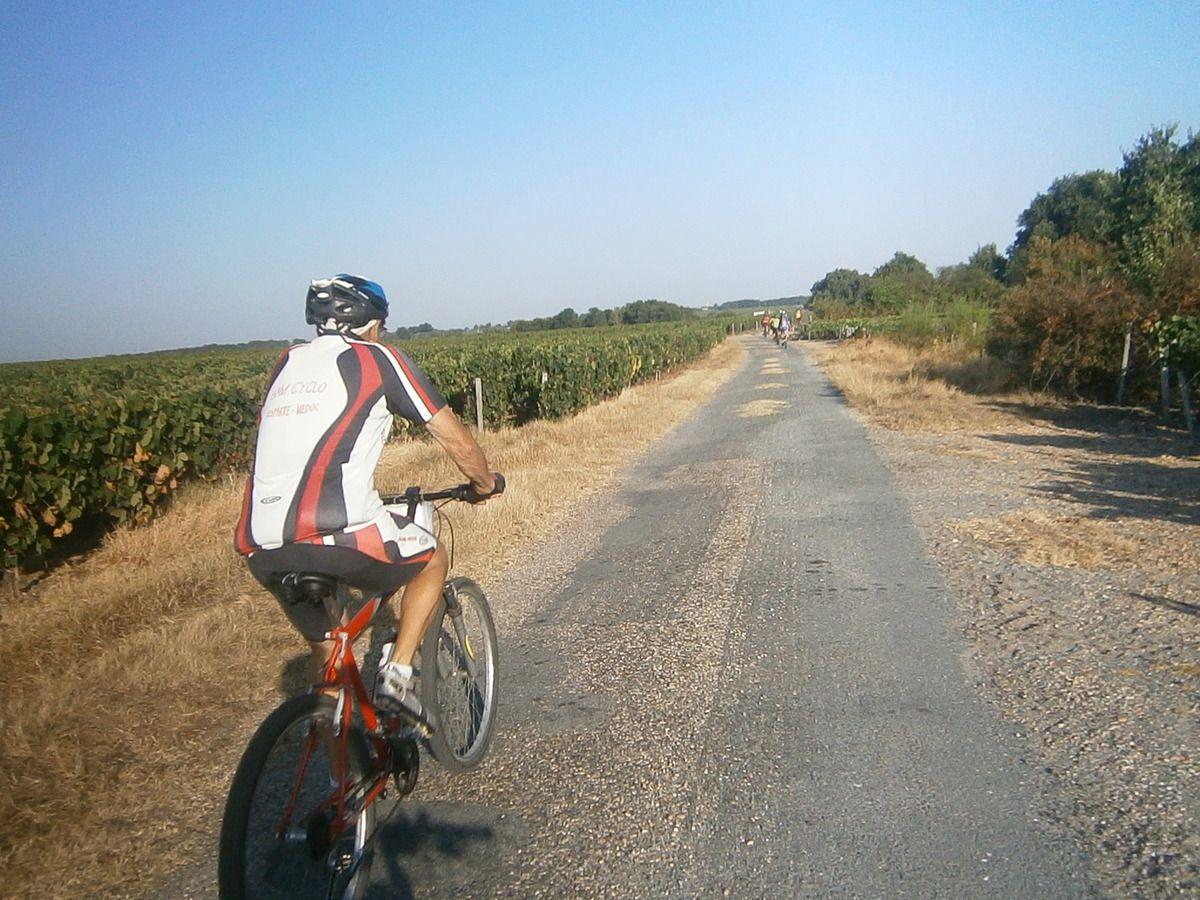 Passage sur la digue et vue sur la Gironde