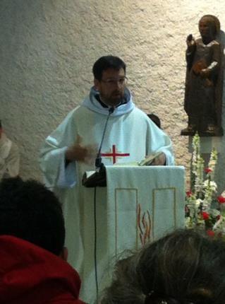 Messe présidée par le Père Thomas.