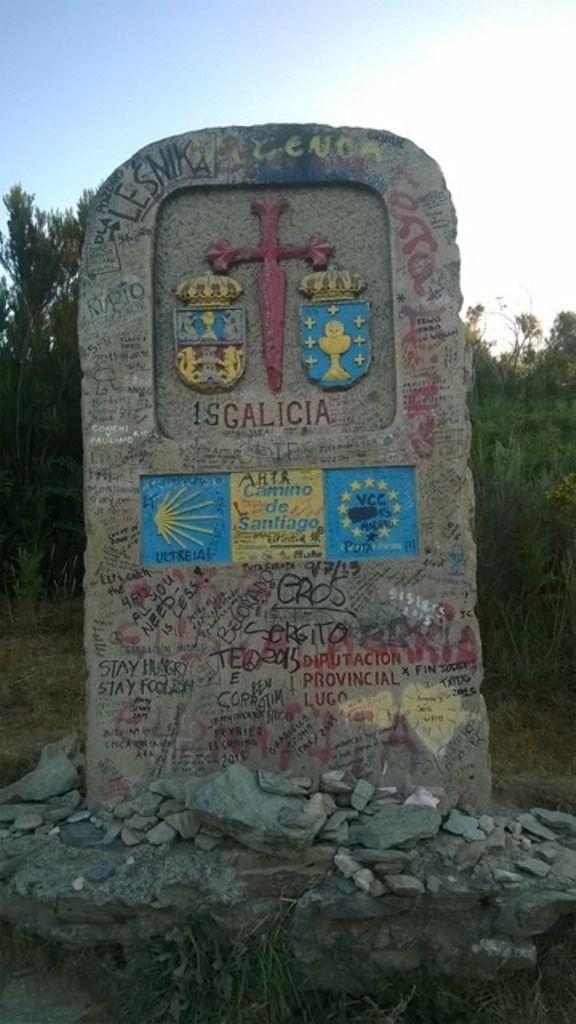 Belles vues du Cebreiro, la borne d'entrée en Galice, la borne près du village (mais pas la dernière car elle était mal placée)