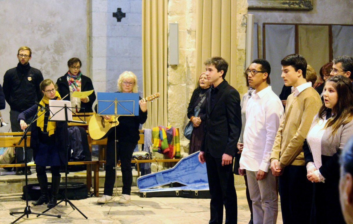 Confirmation de Marie-Gabriele, Florie, Jean-Baptiste, Julian et Axel. Photos Joël Badji et Philippe Mathiot