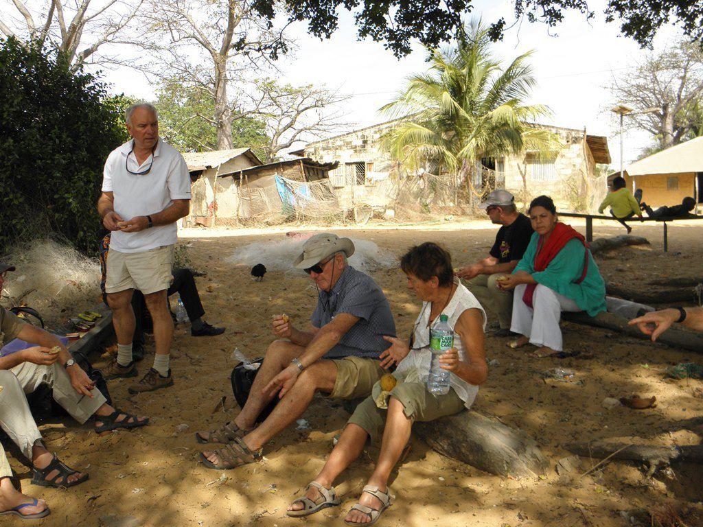 Photos Jean Louis Lapicorey : Dakar, Ile de Gorée, Abbaye de Keur Moussa, accueil à Mampatim, dédicace de l'église Sainte Claire, Ile de Carabane