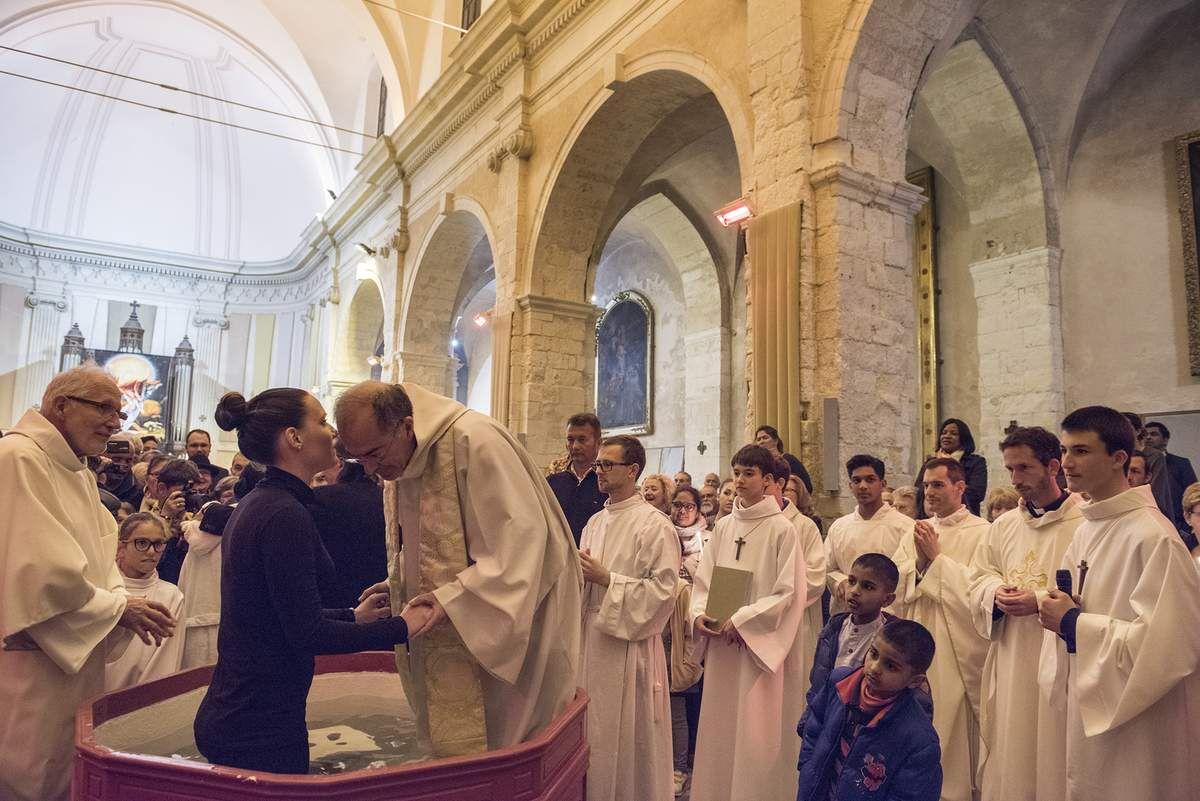 Céline, Christelle, Dominique, Gaëlle, Justine, Magali, Roger, adultes, ont été baptisés. Photos Alain Espinosa