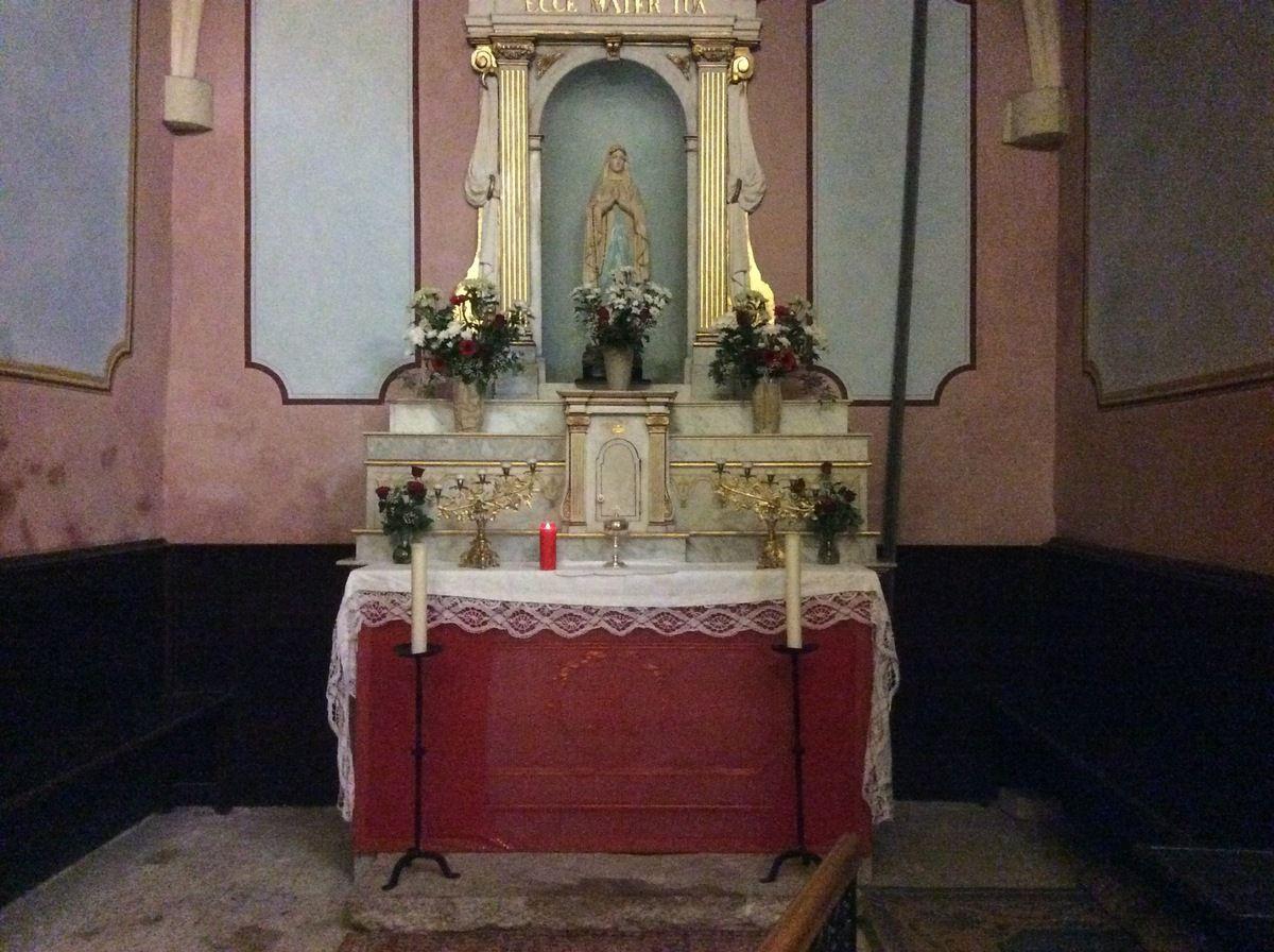 Messe de la Cène à Saint Genest, Veillée à l'Annonciade, Office de la Passion à Saint Louis d'Anjou, Chemin de Croix à Notre Dame de Miséricorde. Photos Soeur Nicaise