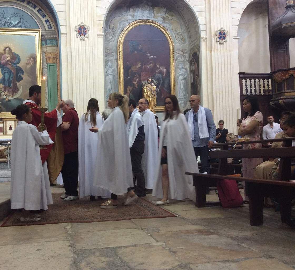 Dans une église de La Madeleine bondée, premières communions à Martigues. Photos Soeur Nicaise.