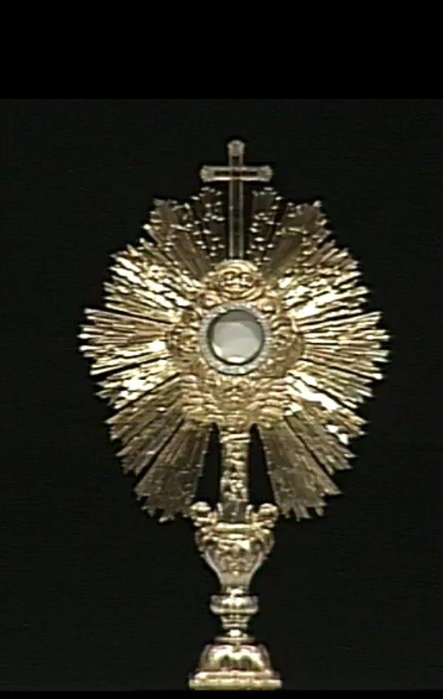 Procession eucharistique dans la basilique Saint Pie X