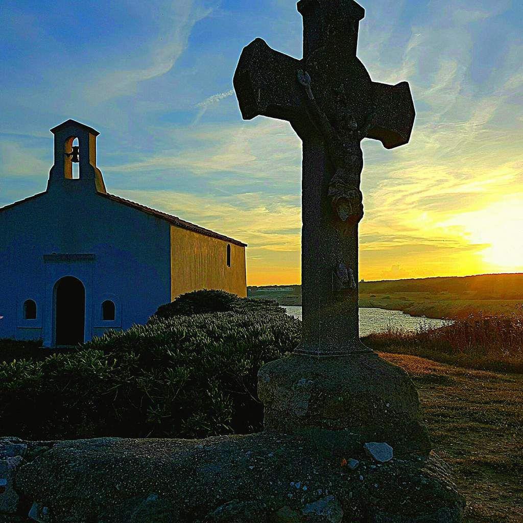 Jeudi 14 septembre, fête de la Croix glorieuse, messe à  La Chapelle de Sainte Croix à 18h30.