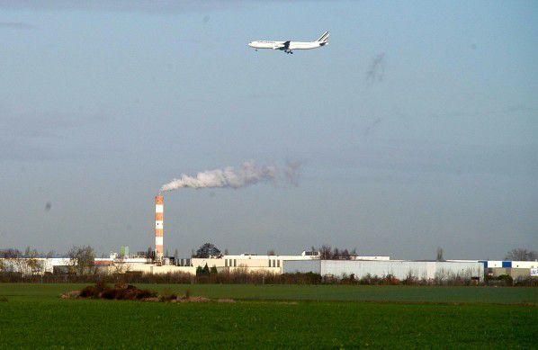 Zone industrielle de Mitry-Compans, vue sur l'incinérateur de déchets dangereux classé SEVESO à hauts risques