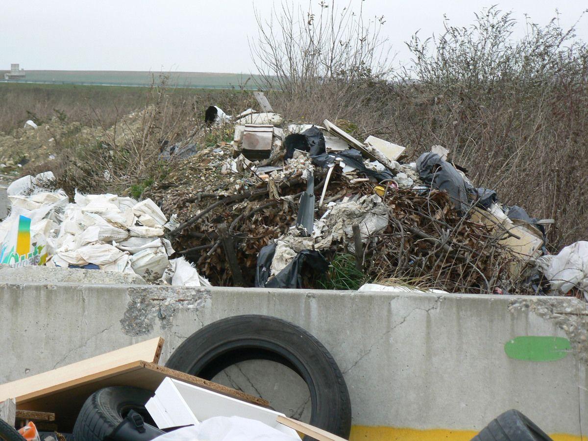 Décharge illégale Compans : dans quelles conditions les déchets vont-ils être évacués et triés pour 139 000 € ?