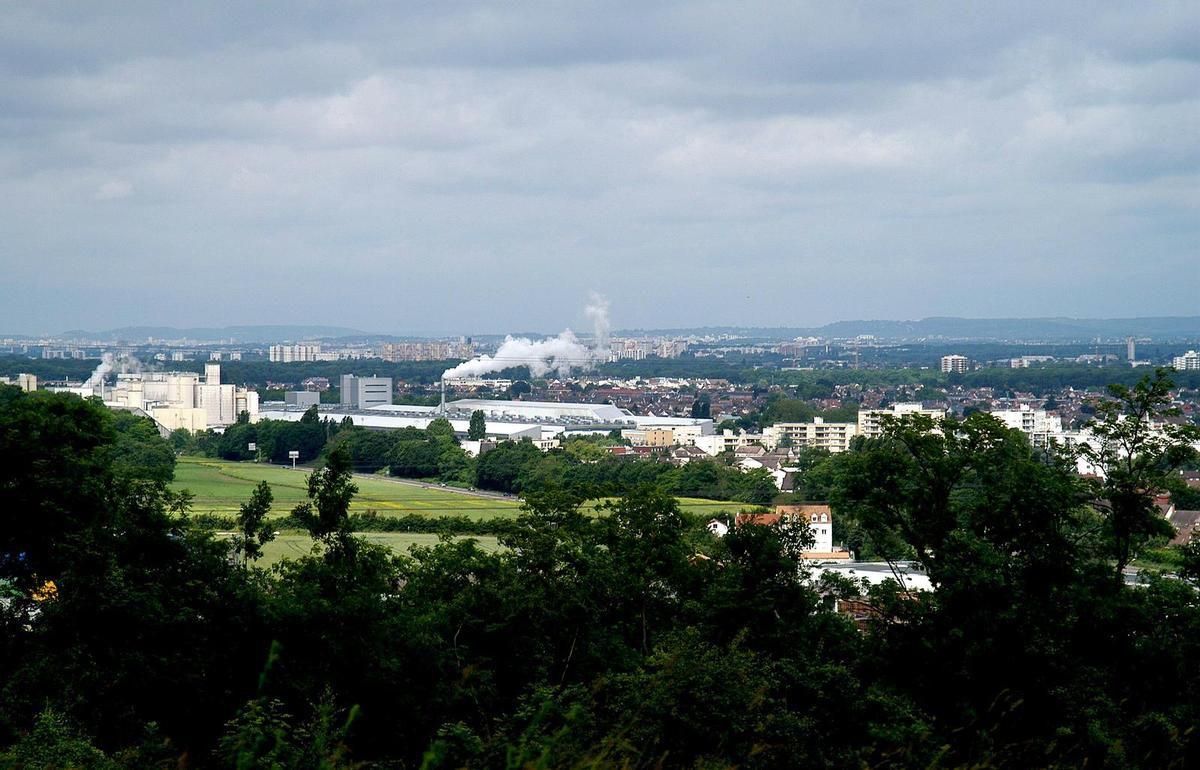 Vue sur Villeparisis et l'usine Placoplatre de Vaujours