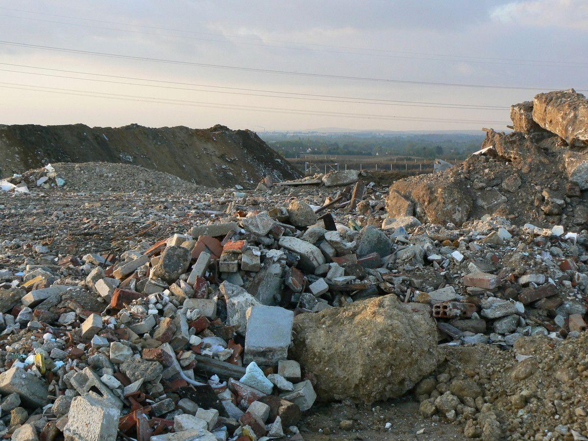 Réunions « dites de concertation » plan déchets IDF : les riverains des décharges du 77 considérés comme « des gens qui ne sont rien » ?