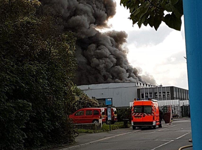 Incendie de l'entreprise First  Plast à Chelles ( photo journal la Marne)