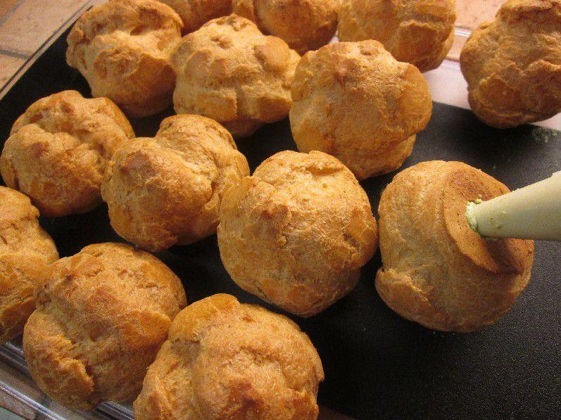 Choux Farcis à la Mousse de Roquette au Parmesan, Poulet / Curry ou Betterave / Foie Gras ...