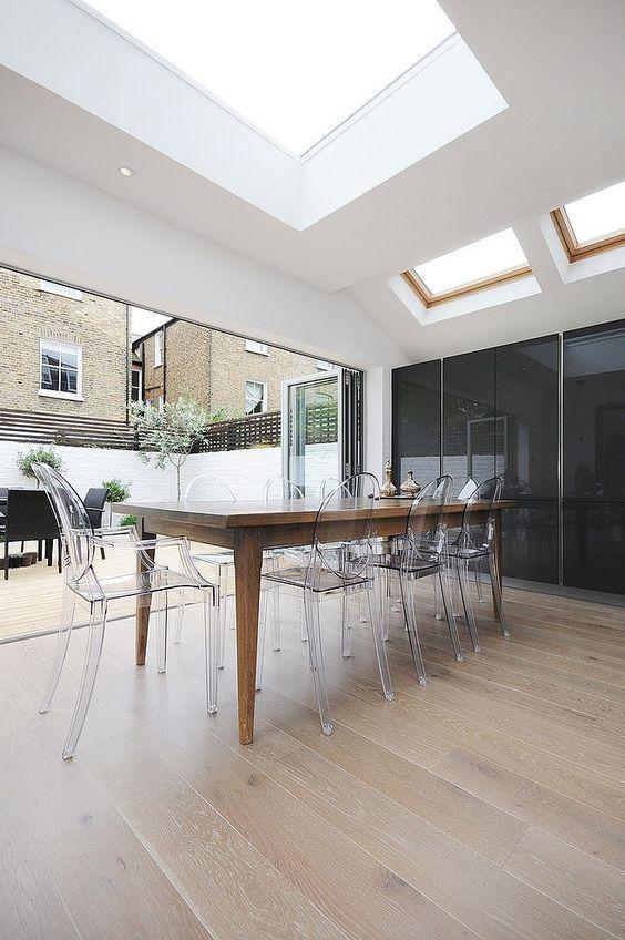interesting dix chaises icnes du design with chaise moderne avec table ancienne. Black Bedroom Furniture Sets. Home Design Ideas