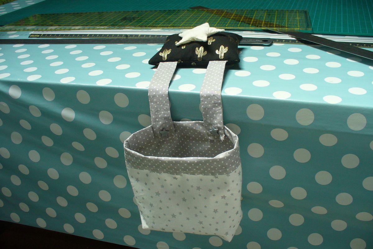 une mini poubelle de table