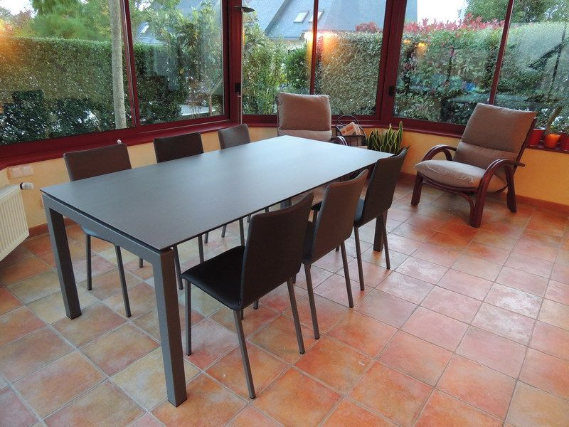 Les tables en ceramique exodia home design tables ceramique canapes salons tissu et cuir for Table pour veranda