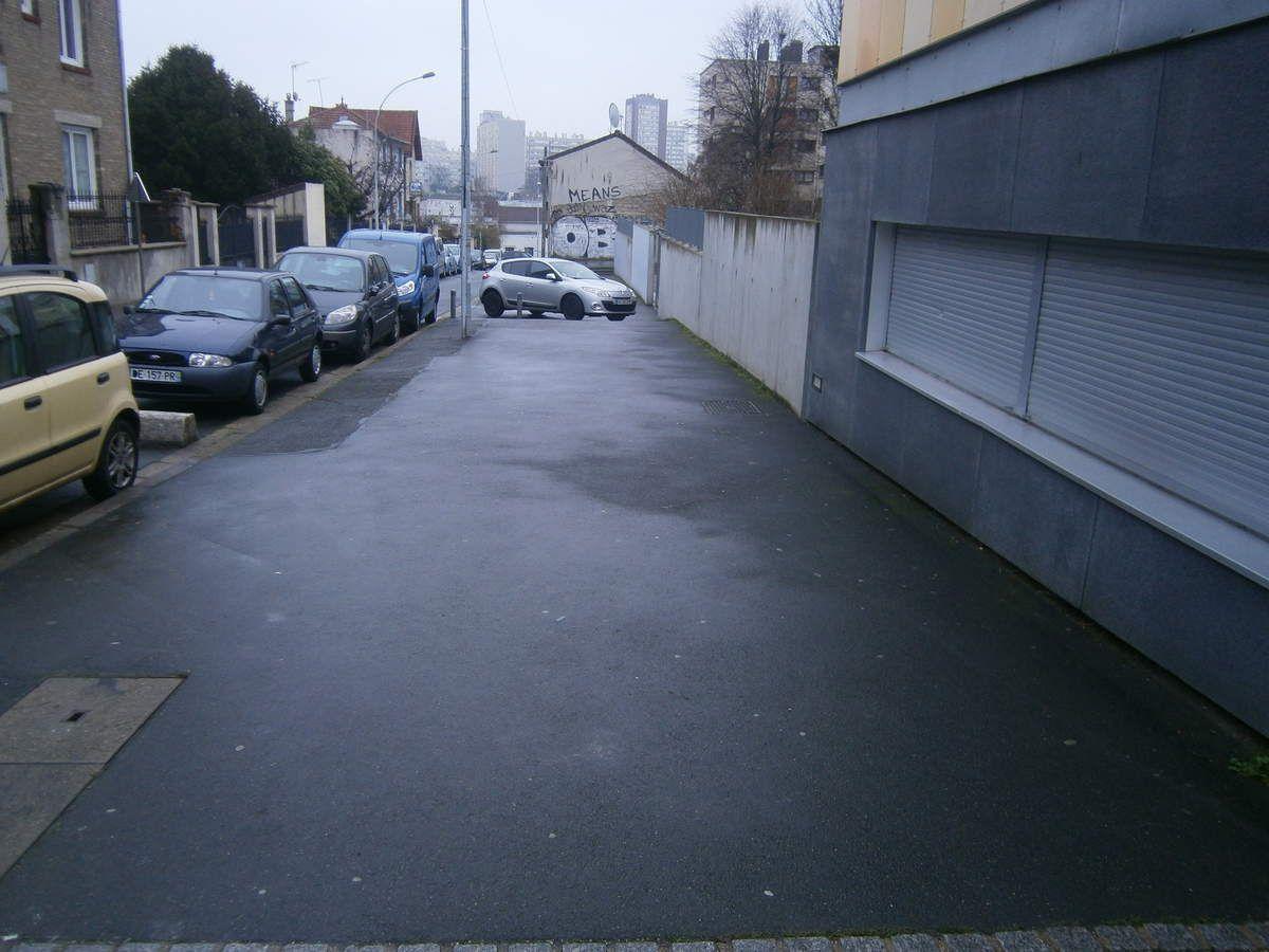 Un trottoir (au bas de la rue René Alazard) qui pourrait donner lieu à la plantation d'arbres