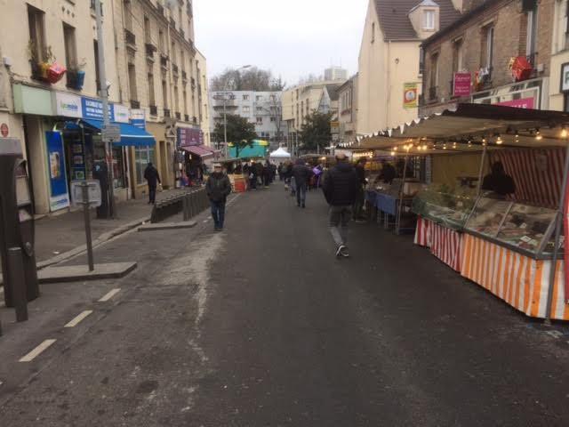 Le marché de nouveau rue Raoul Berton