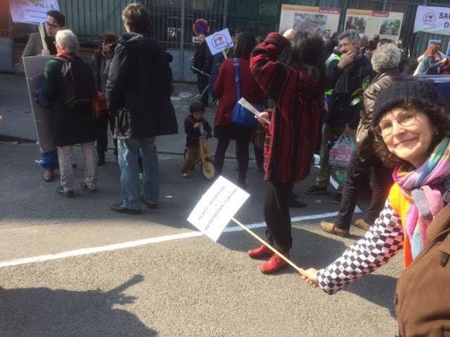 Nouvelles photos de la manifestation romainvilloise pour l'ex-place du marché