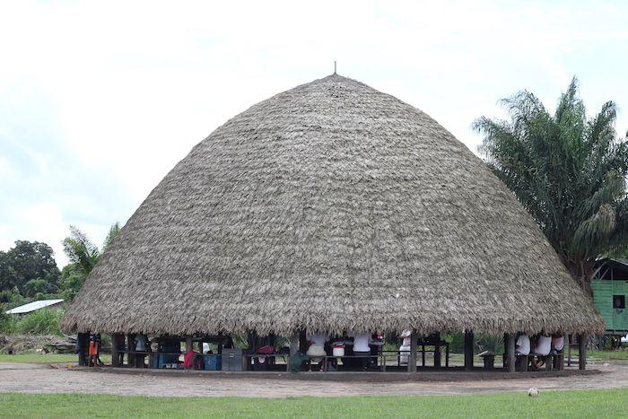 Les peuples améridiens de Guyane regroupent plusieurs milliers de personnes