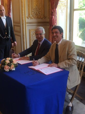 Signature d'une convention de partenariat entre l'Assemblée nationale et Airparif