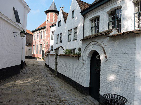 BEGUINAGE SAINT ELISABETH A KORTRIJK (COURTRAI)