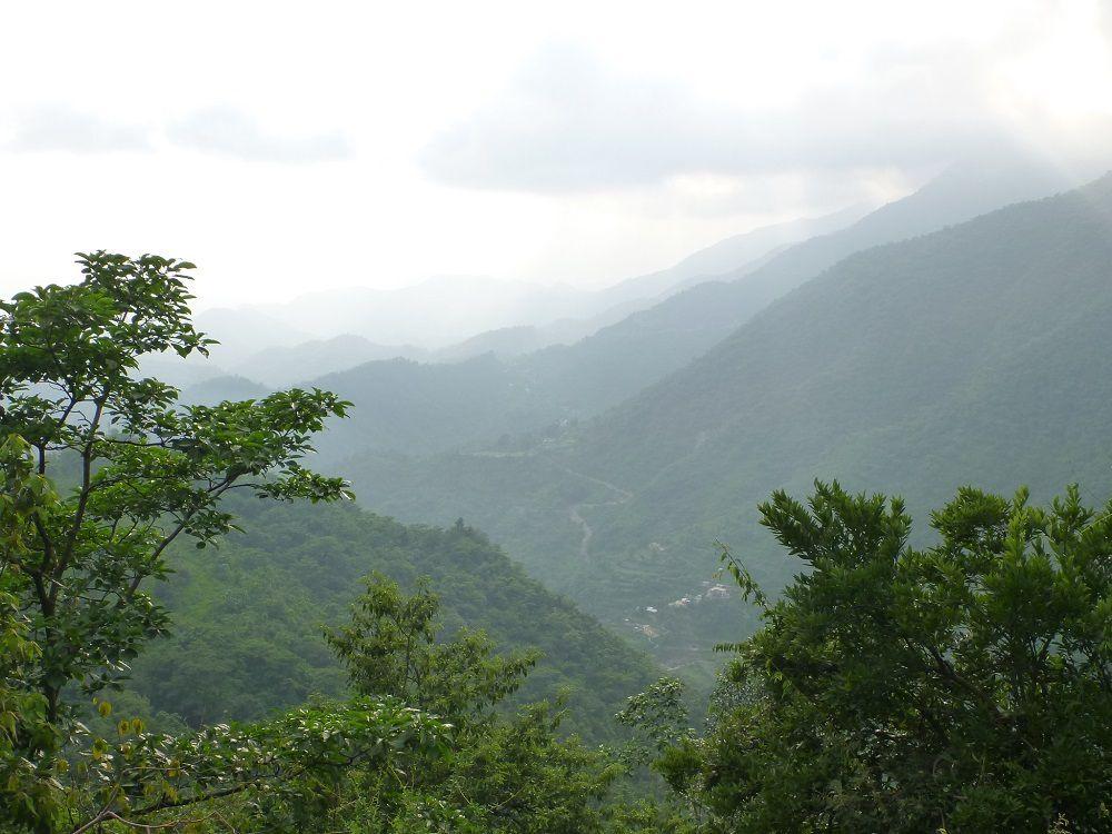 Les Shivalik en montant vers Dehra Dun.