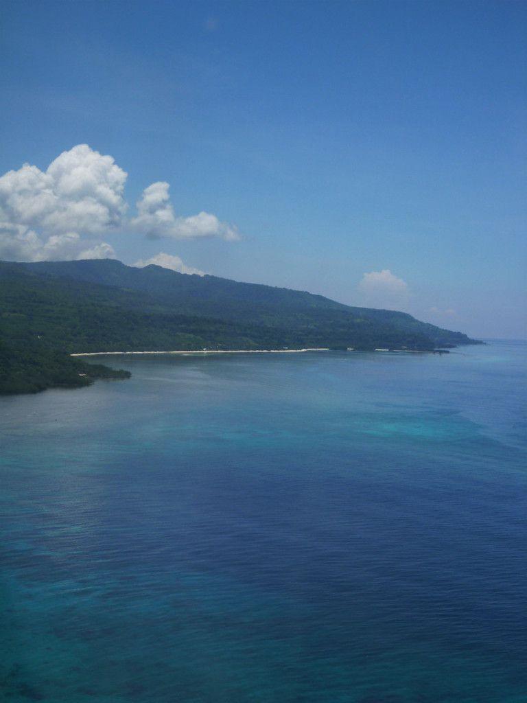 La côte nord de la petite île d'Alor (Alor kecil)