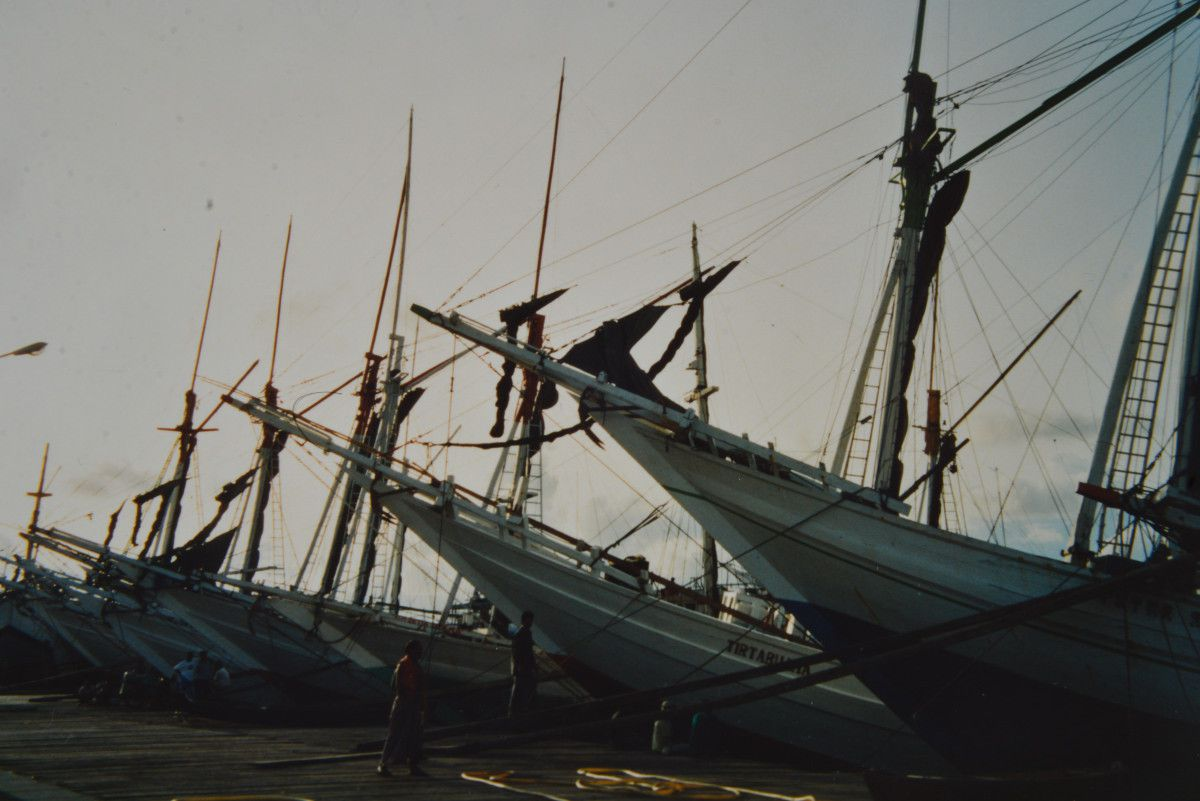 Sur le port de Paotere à Makassar, janvier 1992 (photos de Michel Borysewicz)
