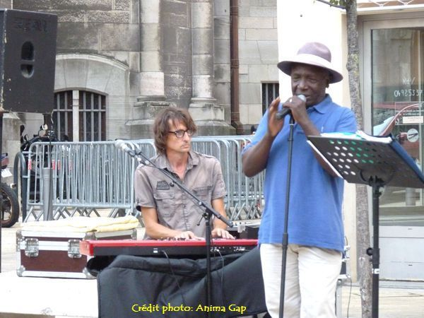 Place aux Herbes, Peter Oumi's Group