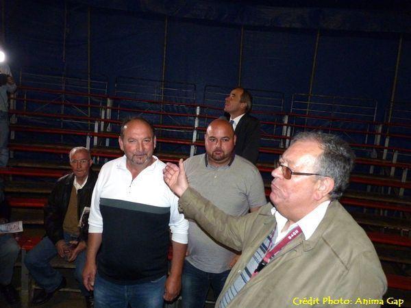 Le président de Gap-Foire-Expo présente les responsables du cirque