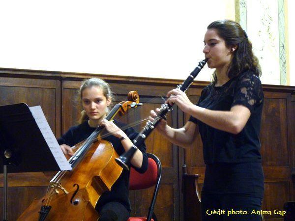 Deux jeunes élèves du conservatoire ont présenté une œuvre contemporaine de Guillaume CONNESSON, Disco-Toccata, pour clarinette et violoncelle