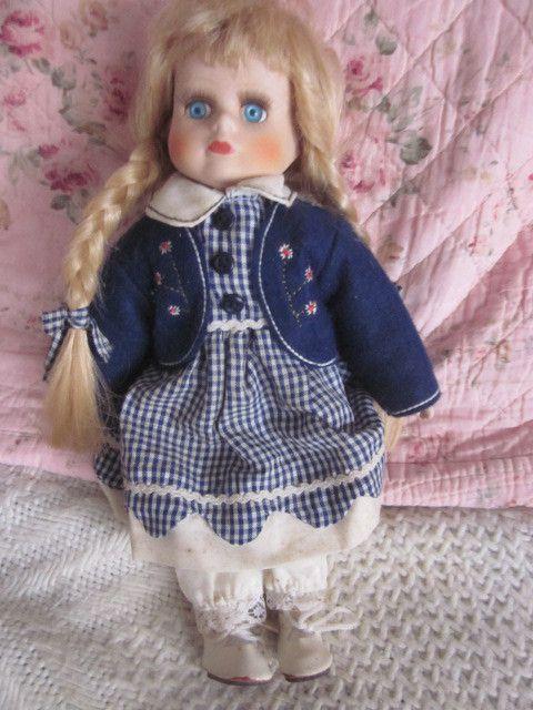 Une petite poupée qui est jolie mais pas très ancienne
