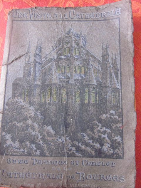 et toujours dans le thème cathédrale, un petit livret ancien (1925)  un peu abimé, mais que j'ai été ravie de trouver