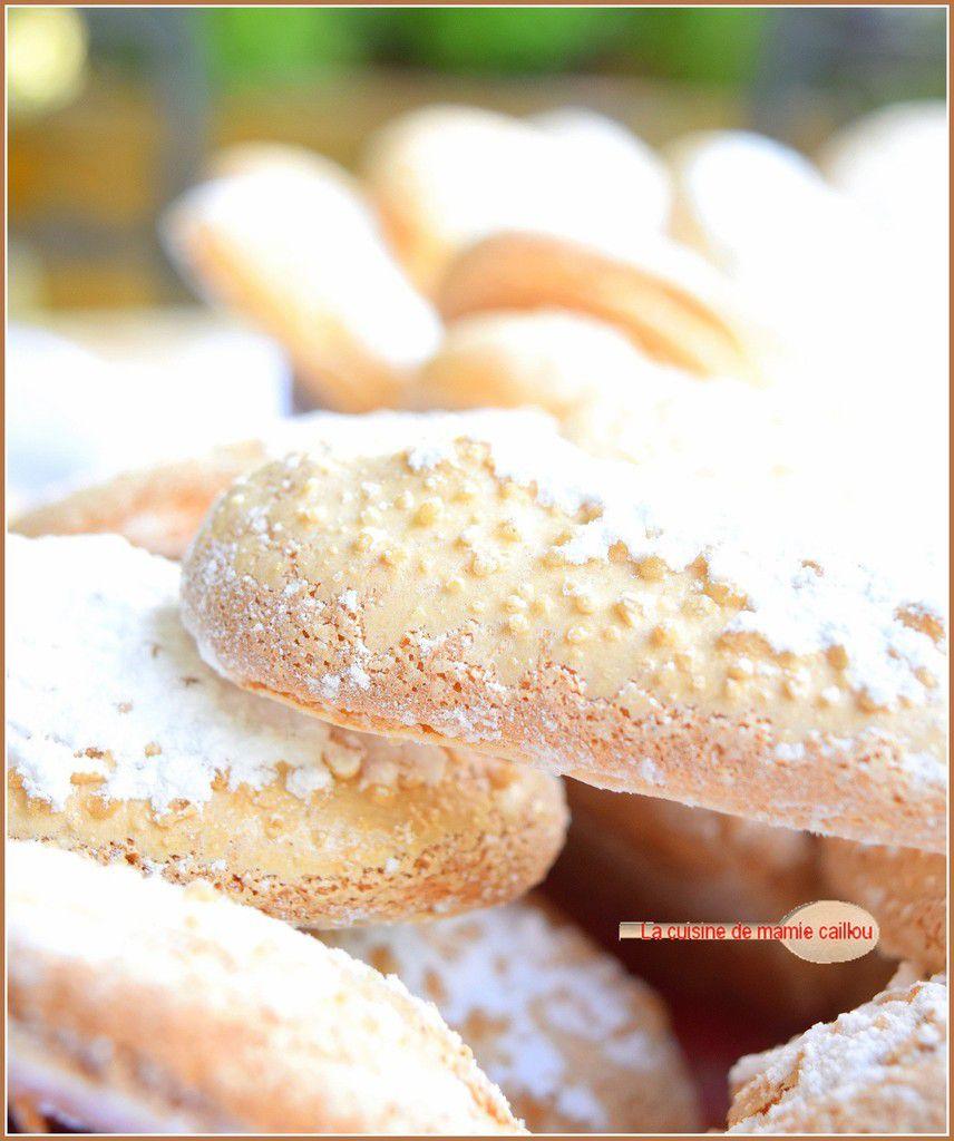 Des biscuits à la cuillère...dernière étape avant le Trifle rhubarbe confite et fraises !